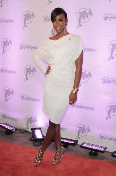 Photos Kelly Rowland Looks White Hot Common Serena Back On